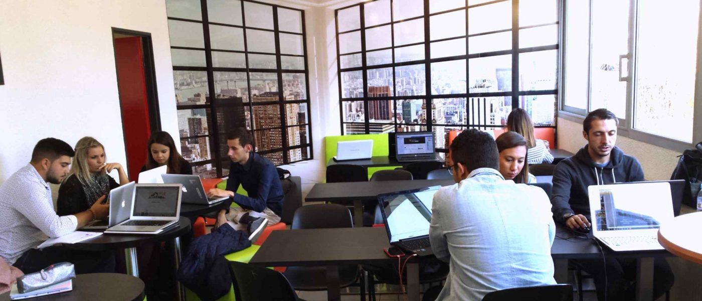étudiants en cours en école commerces à Montpellier
